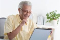 senior-w-computer.jpg